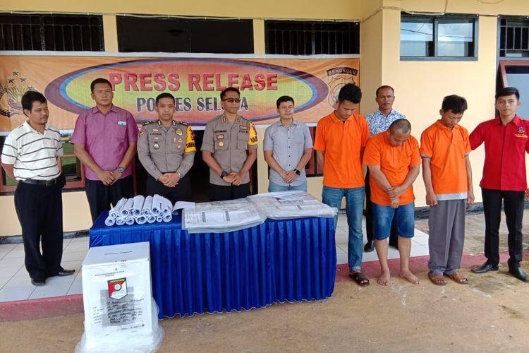 Tiga anggota PPK di Kabupaten Seluma, Bengkulu diringkus polisi karena menggelembungkan suara