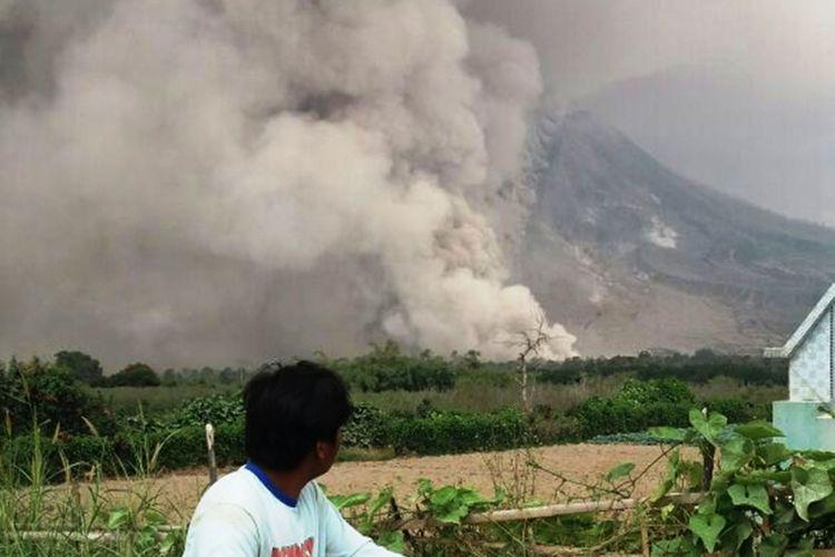 Kapolres Tanah Karo AKBP Benny Remus Hutajulu meminta warga yang tingal di sekitar Gunung Sinabung tidak panik, Senin (19/2/2018)