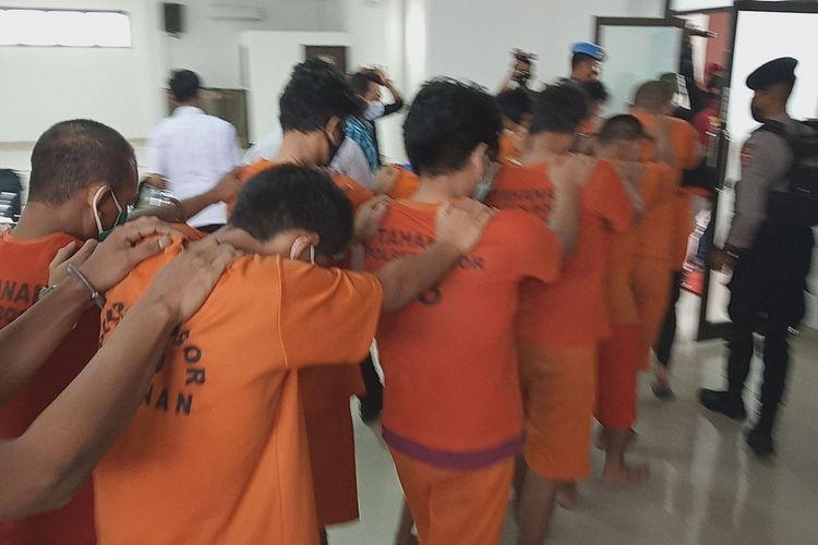 Satuan Reserse Narkoba, Polres Bogor, Jawa Barat, mengamankan 14 pelaku penyalahgunaan narkotika jenis sabu dan ganja di wilayah Kabupaten Bogor pada Rabu (27/1/2021).