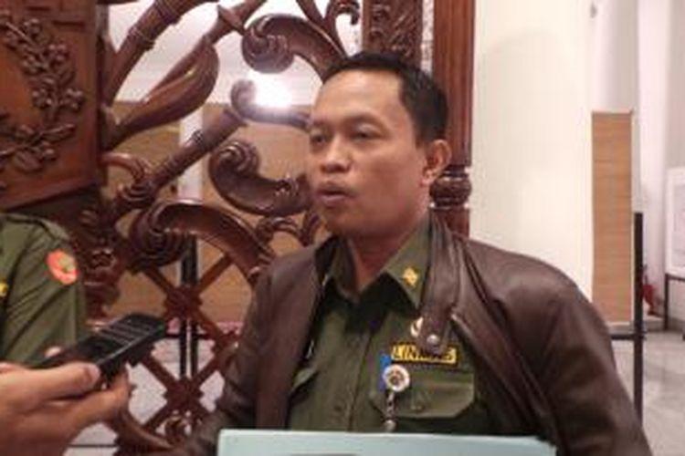 Kepala Dinas Kebersihan DKI Isnawa Adji saat ditemui di Balai Kota, Senin (13/7/2015).