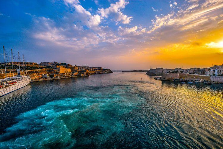 Ilustrasi Malta - Pemandangan laut di kota pelabuhan di Malta (PIXABAY/user32212).