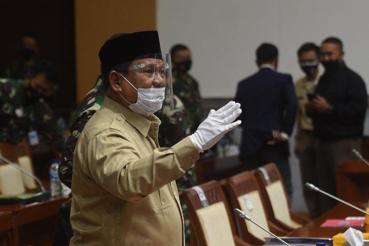Menhan Prabowo Subianto bersiap mengikuti rapat kerja dengan Komisi I DPR di Kompleks Parlemen, Senayan, Jakarta, Rabu (9/9/2020). Raker itu membahas Rencana Kerja dan Anggaran Kementerian/Lembaga (RKA-K/L) Kementerian Pertahanan dan TNI tahun 2021. ANTARA FOTO/Akbar Nugroho Gumay/aww.