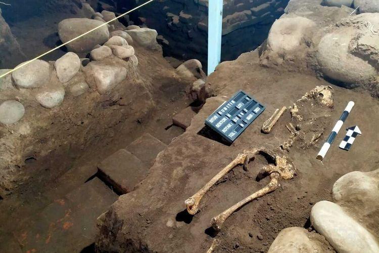 Kerangka manusia ditemukan di Situs Kumitir, Rabu (3/3/2021). Situs Kumitir merupakan salah satu cagar budaya peninggalan Majapahit yang berada di Dusun Bendo, Desa Kumitir, Kecamatan Jatirejo, Kabupaten Mojokerto, Jawa Timur.