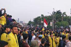 Dipenuhi Mahasiswa, Jalan Gatot Subroto Depan Gedung DPR Ditutup