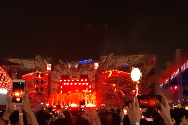 Suasana Stage Garuda Land saat DJ Calvin Harris tampil dalam acara Djakarta Warehouse Project (DWP) di JIExpo Kemayoran, Jakarta Pusat, Minggu (15/12/2019) malam.