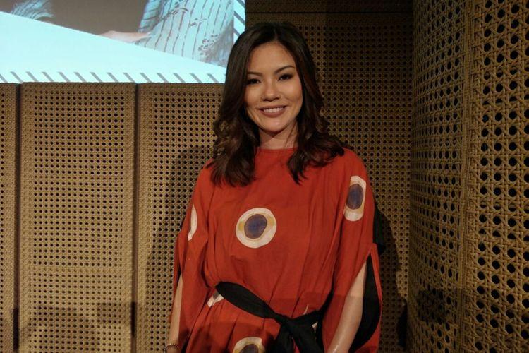 Pembawa acara Aline Adita dalam acara peluncuran #i4vloglaunch di Galeri Indonesia Kaya, Grand Indonesia, Tanah Abang, Jakarta Pusat, Kamis (23/11/2017).