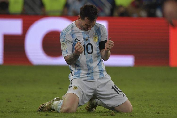 Lionel Messi begitu larut dalam kebahagaiaan setelah mengantar timnas Argentina juara Copa America 2021 pada Minggu (11/7/2021) pagi hari WIB.