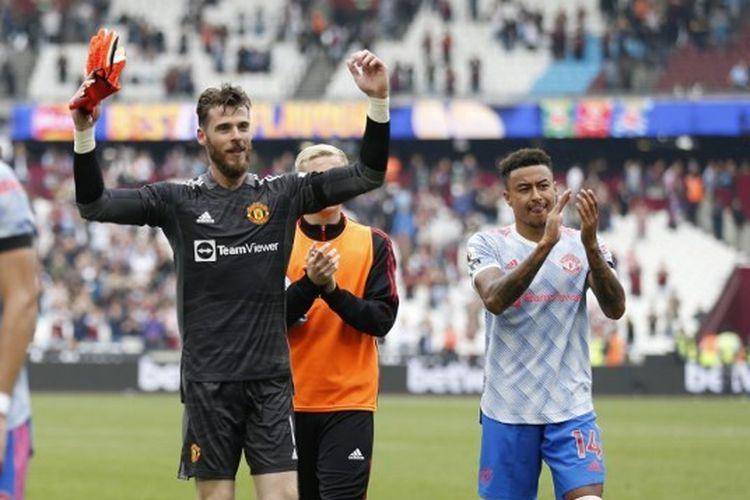 Kiper Manchester United David de Gea dan gelandang Jesse Lingard merayakan keberhasilan memenangi laga Liga Inggris kontra West Ham United pada Minggu (19/9/2021) malam WIB.