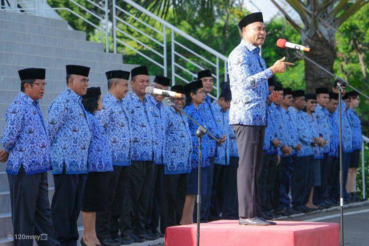 Gubernur Nusa Tenggara Timur (NTT) Viktor Bungtilu Laiskodat, saat memberi arahan depan peserta apel di Gedung Sasando Kantor Gubernur NTT, Jalan El Tari Kupang, Senin (17/2/2020) pagi