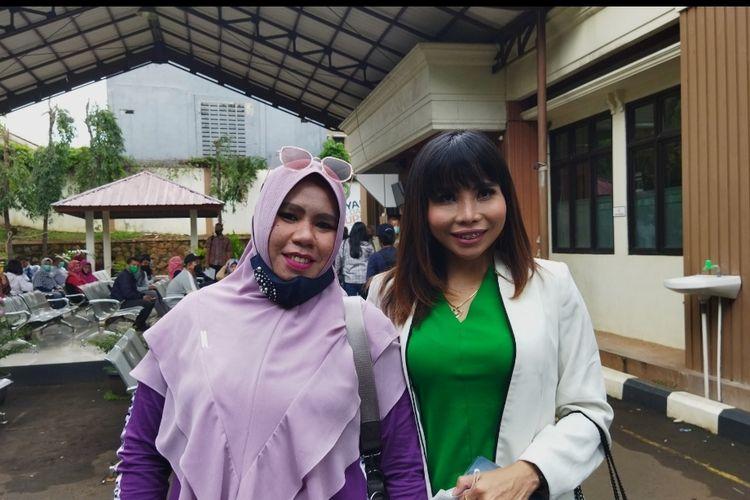 Rohimah dan Eva Bellissima saat ditemui di Pengadilan Agama (PA) Jakarta Selatan, Rabu (10/3/2021).