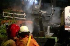 Puntung Rokok Sulut Ilalang, Truk Sampah Bekas di Cengkareng Terbakar