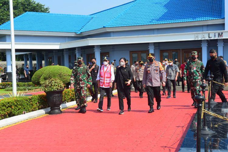 Ketua DPR Puan Maharani, Panglima TNI, Kapolri, Menhub berangkat dari Bandara Halim Perdanakusuma dengan helikopter untuk memantau larangan mudik, Minggu (9/5/2021).