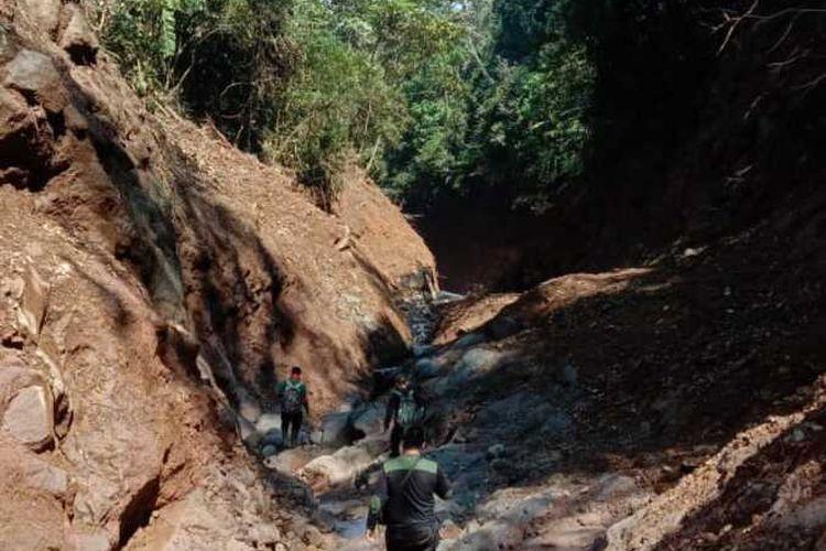 Kondisi pasca terjadinya longsor di Gunung Salak, Jawa Barat.