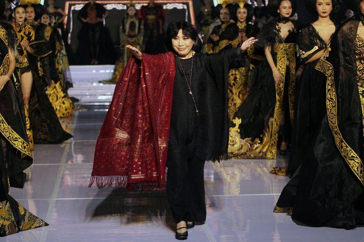 "Perancang busana Anne Avantie dalam pagelaran bertajuk ""Tjerita Tjinta"" Palembang Fashion Week (PFW) 2020 yang dihelat di Palembang Sport and Convention Center, Palembang, Sumatera Selatan, Minggu (8/3/2020)."