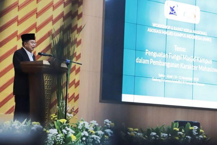 Wakil Presiden Jusuf Kalla membuka Rapat Kerja Nasional Asosiasi Masjid Kampus Indonesia (AMKI) di Auditorium Gedung D Kemenristekdikti, Jakarta (10/9/2018).