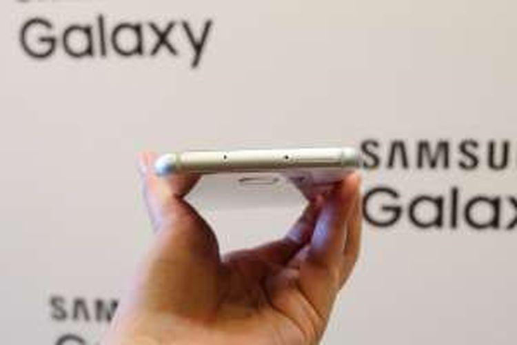 Tampak atas Samsung Galaxy S7 Edge