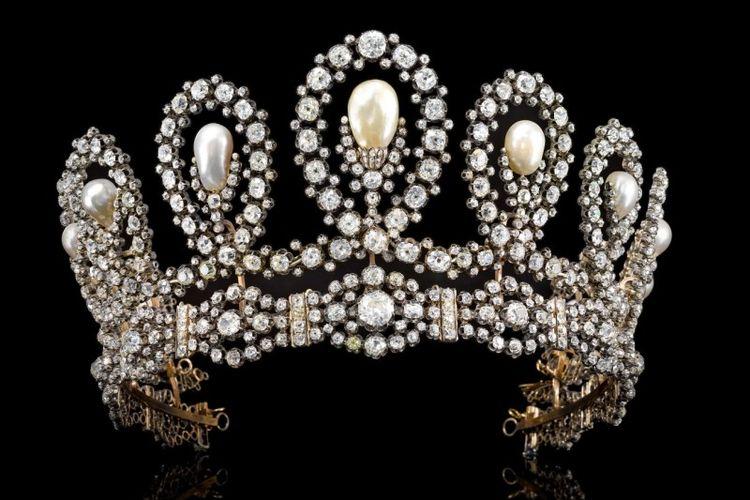 Tiara dari Kerajaan Italia yang akan dilelang di Sotheby's