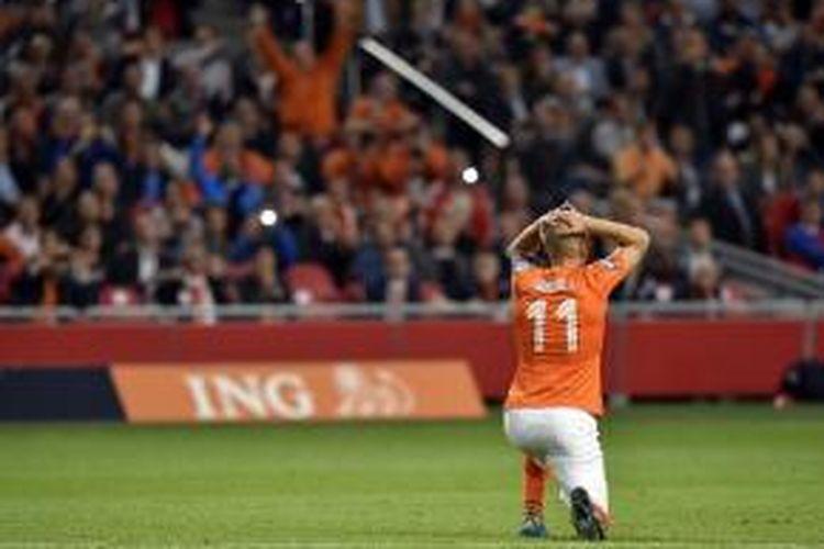 Debut Arjen Robben sebagai kapten Belanda tak mulus saat menjamu Islandia, Kamis (3/9/2015).