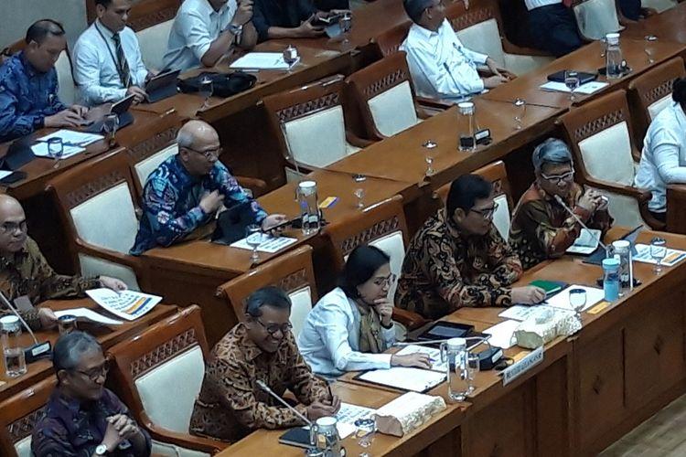 Menteri Keuangan Sri Mulyani Indrawati ketika rapat kerja dengan komisi XI DPR RI di Jakarta, Senin (4/11/2019).