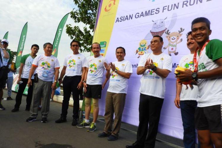 Ratusan masyarakat Indonesia yang tinggal di eks Kerajaan Khmer itu berbaur bersama Chef de Mission (CDM) Indonesia untuk Asian Games 2018, Komjen (Pol), Syafruddin dan Duta Besar Indonesia untuk Kamboja, Sudirman Haseng mengikuti lomba lari yang bertujuan mempromosikan pesta olahraga bangsa Asia yang akan digelar 18 Agustus mendatang.