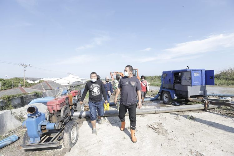 Kunjungan Hendrar Prihadi ke Trimulyo. Ia mendapati pompa-pompa berkurang.