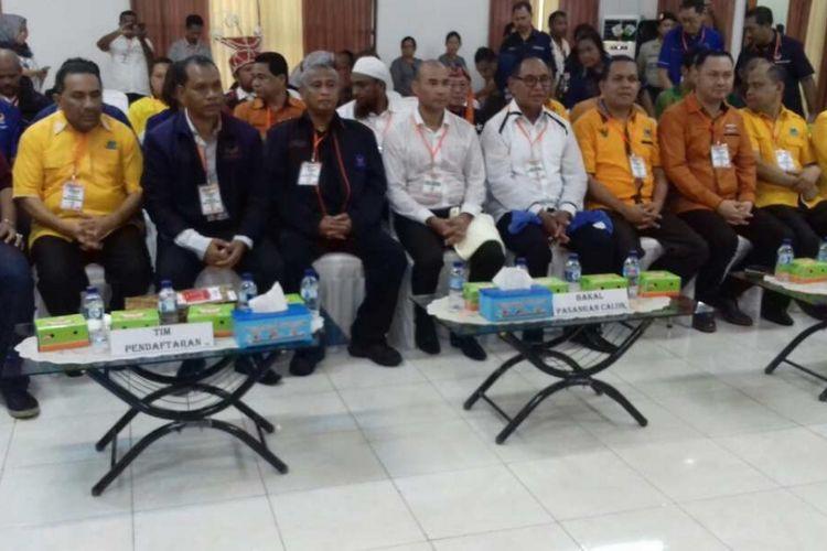 Pasangan calon gubernur dan wakil gubernur NTT Viktor Bungtilu Laiskodat dan Josef Nae Soi bersama partai pendukung, saat mendaftar ke KPU Provinsi NTT, Kamis (11/1/2018)