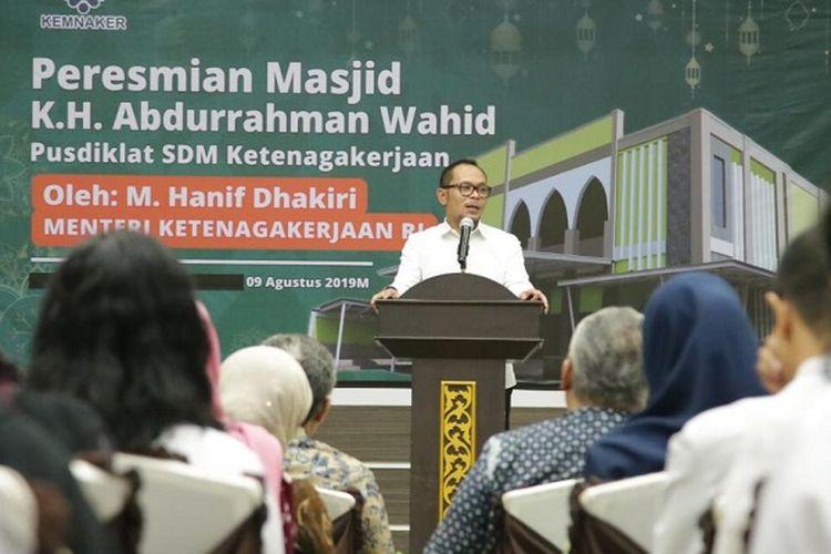 Hanif Dhakiri saat meresmikan Masjid K.H Abdurrahman Wahid yang terletak di lingkungan Pusdiklat Sumber Daya Manusia (SDM) Ketenagakerjaan, Jumat (9/8/2019).