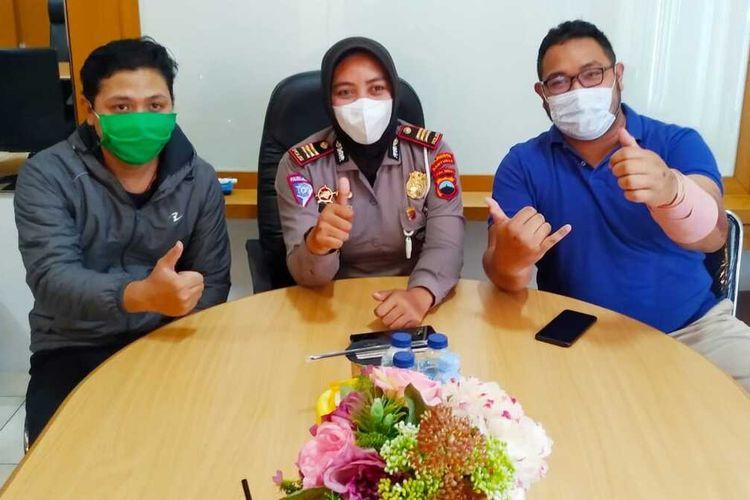 Mediasi antara pengendara moge (kanan) dan pengemudi mobil di Satlantas Mapolresta Banyumas, Jawa Tengah, Jumat (20/11/2020).