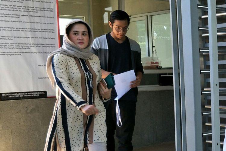 Putra Setya Novanto Rheza Herwindo membesuk ayahnya di Rutan KPK