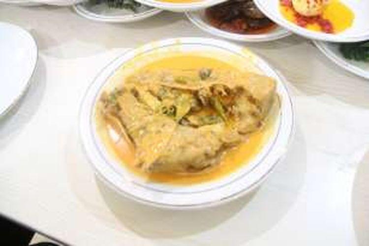 Menu andalan Kedai Nasi Pauh Piaman. Menggunakan ikan laut yang asli diambil langsung dari Padang