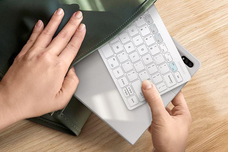 Ilustrasi Samsung Smart Keyboard Trio 500.
