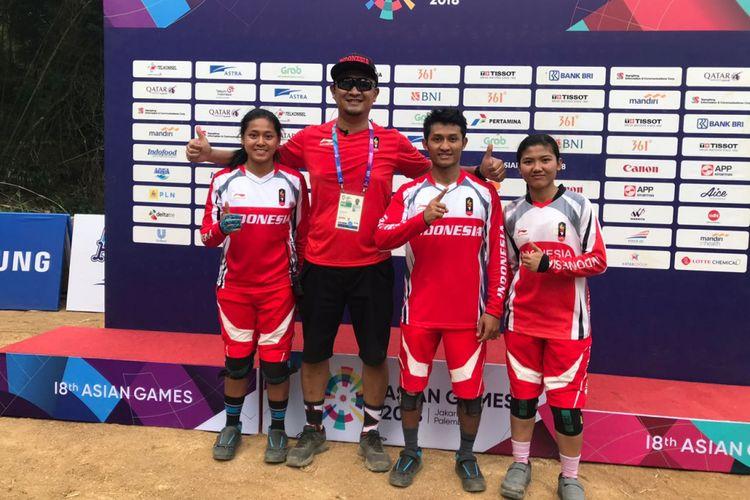 Tiara Andini Prastika, Nining Purwaningsih, dan Khoiful Mukhib menyumbang dua medali emas dan satu perunggu dari nomor downhill di Subang, 20 Agustus 2018.