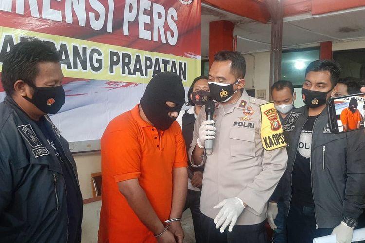 Polisi gadungan mengaku anggota satuan reserse narkoba ditangkap Unit Reserse Polsek Mampang Prapatan, Jakarta Selatan pada Rabu (24/3/2021).