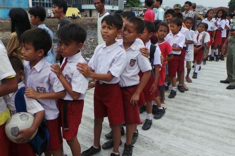 Ilustrasi anak sekolah dasar (SD)