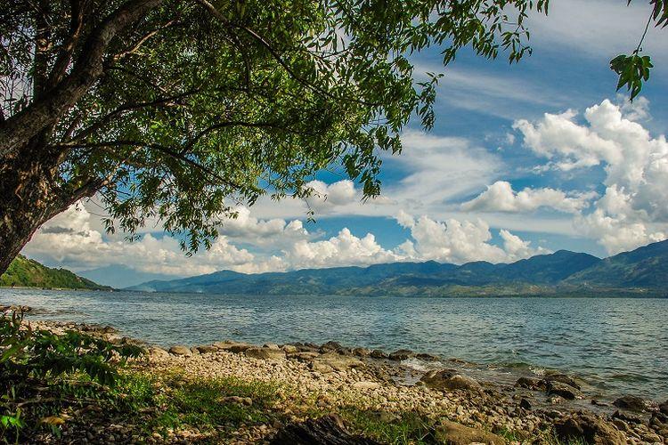Ilustrasi Sumatera Barat - Danau Singkarak.