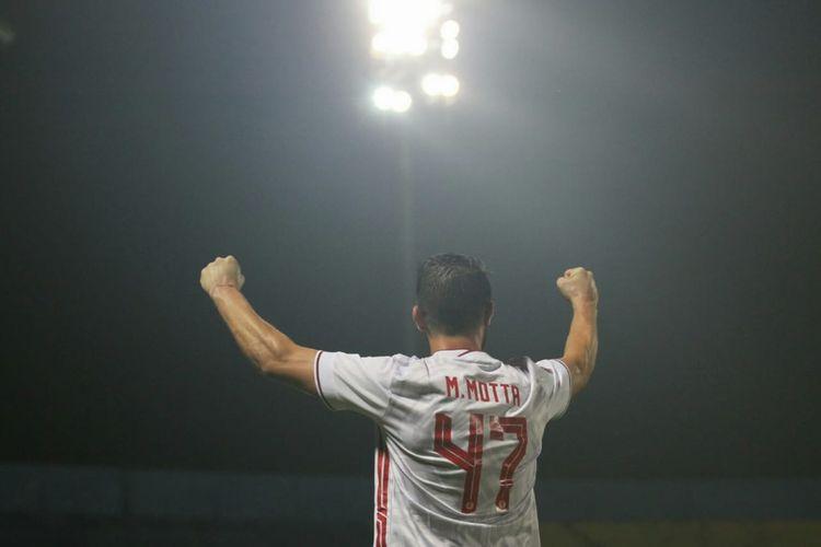 Marco Motta merayakan gol pada pertandingan Borneo FC vs Persija pada laga kedua Grup B Piala Menpora 2021 di Stadion Kanjuruhan, Malang, Sabtu (27/3/2021).