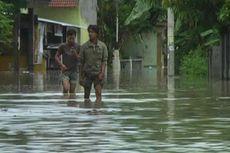 Rumah Terendam Banjir, Warga Sukoharjo Tetap Bertahan
