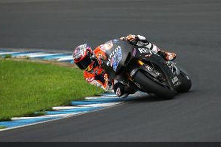 Pebalap Australia, Casey Stoner mamacu motor MotoGP Honda di Sirkuit Motegi, Jepang, dalam sesi uji coba, Selasa (6/8/2013).