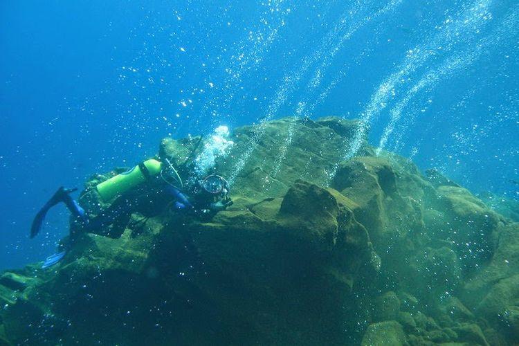 Gunung berapi bawah laut Banua Wuhu atau dikenal dengan Gunung Mahangetang di Sangihe, Sulawesi Utara.