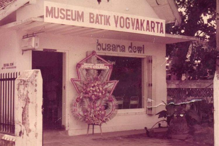 Museum Batik Yogyakarta didirikan atas keprihatinan terhadap pemotongan batik di tengah situasi ekonomi yang buruk.