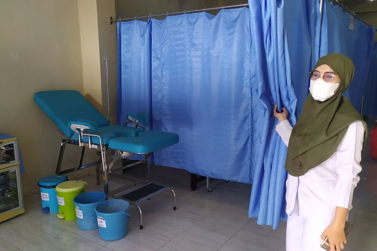 Kantor IBI Cabang Pamekasan disulap menjadi ruang persalinan bagi ibu hamil yang terpapar covid-19 selama pandemi. Langkah ini ditempuh IBI karena banyaknya bidan yang terpapar covid-19.