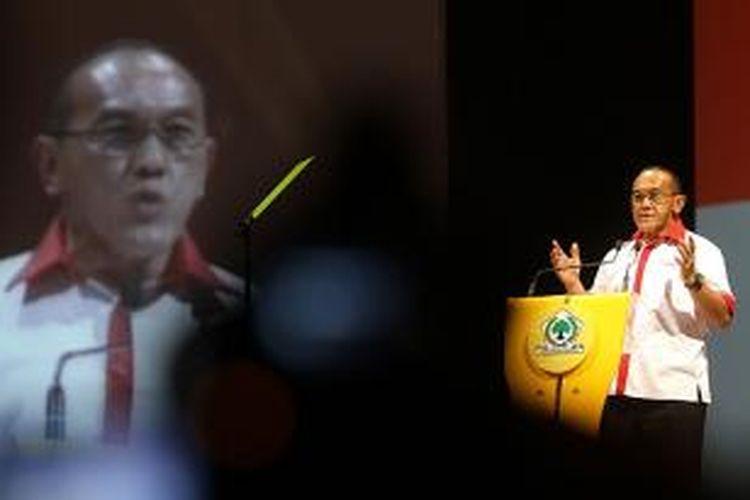 Ketua Umum DPP Partai Golkar, Aburizal Bakrie, menyampaikan pidato politiknya dalam acara Deklarasi Presiden dari Partai Golkar, di SICC, Sentul, Bogor, Minggu (1/7/2012). Aburizal maju sebagai capres dari partai Golkar berdasarkan keputusan Rapat Pimpinan Nasional ke-3 PG beberapa waktu lalu.