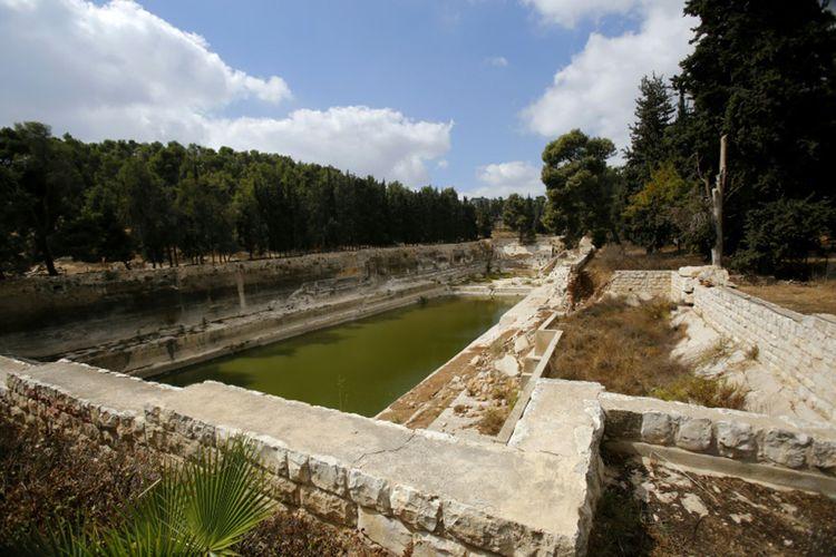 Pemandangan Kolam Salomo di Kota Bethlehem, Tepi Barat, pada tanggal 10 Oktober 2017, pada hari peluncuran proyek konservasi yang didanai oleh Amerika Serikat untuk melestarikan situs ini.