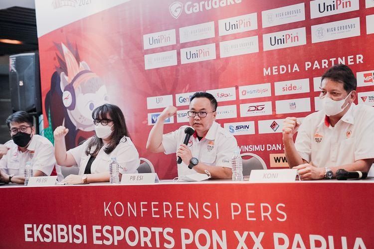 Sekjen PBESI, Frangky Ong (tengah) dalam konferensi pers virtual mengenai keikutsertaan Esport dalam Esksibisi PON XX 2021 Papua, Rabu (18/8/2021).