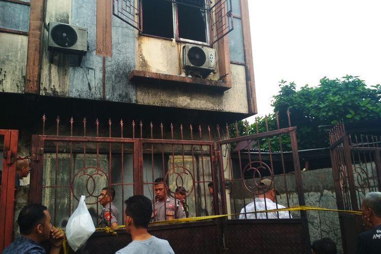 Rumah toko milik Benny yang hangus usai dilalap api di Jalan Titang, Kecamatan Makassar, Makassar Kamis (9/1/2020).