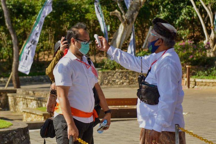 Ilustrasi protokol kesehatan di tempat wisata