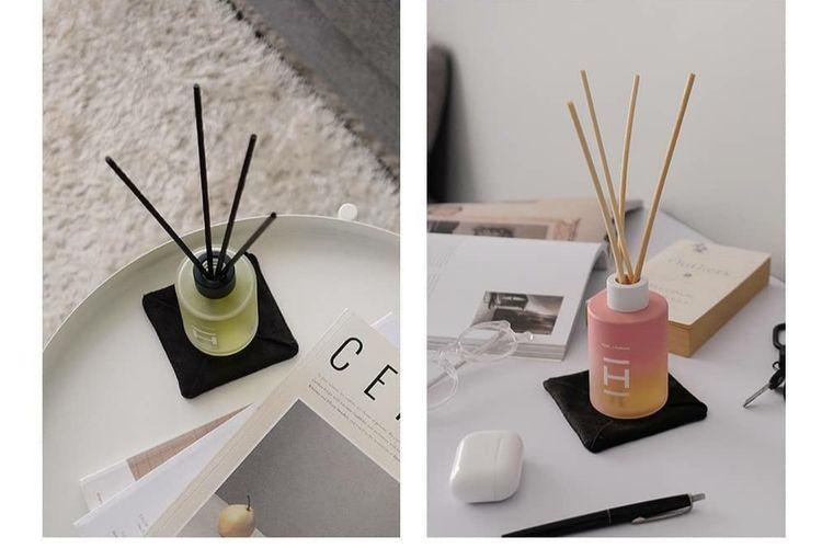Dua produk reed diffuser dari Home of Humans.
