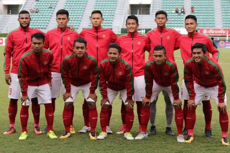 Skuad tim nasional Indonesia saat melawan Malaysia pada Kualifikasi Piala Asia U-23 2018, Rabu (19/7/2017).