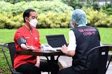 Indonesia Highlights: Jokowi Receives Second Covid-19 Vaccine Dose   Indonesia's Trans-Sumatera Toll Road Targeted for Completion by 2024: Senior Minister   Local Quarantine Must be Implemented, Jokow