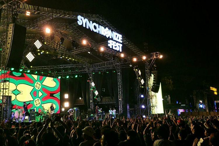 Steven & Coconut Treez tampil di Synchronize Fest 2019 di Gambir Expo, Kemayoran, Jakarta Pusat, Minggu (6/10/2019).